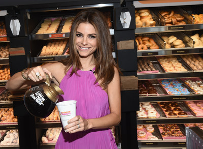 "Host of E!'s ""Untold"" and ""Live from E!"" and former Dunkin' Donuts employee, Maria Menounos, returned behind the counter for the  ceremonial ""first pour"" of the new Dark Roast Coffee on September 22 at the new Dunkin' Donuts restaurant in Santa Monica. (PRNewsFoto/Dunkin' Donuts)"