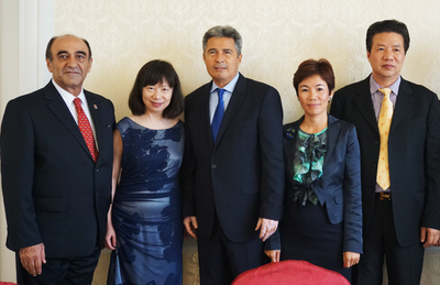 AmCham SouthChina President Harley with wife meet with investor Representatives from Hollywood China Dream City (from left to right: AmCham South China President Harley Seyedin, President Harley's wife Ms. Sun Hui, Dr. Demos Vardiabasis, Chairman of Board of Hollywood China Investment Group, Ms. Sussy Huang, Executive Vice Chairman of Hollywood China Investment Group, Paramount Theme Parks Greater China, Mr. Steve Wang, Executive President of Guangdong Fujian Chamber of Commerce.)