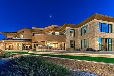 Las Vegas luxury homes are on the move (PRNewsFoto/Luxury Homes of Las Vegas)