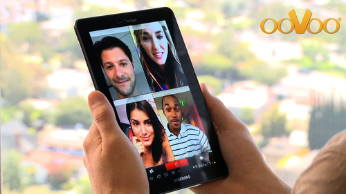 4-way Display for Mobile Chat by ooVoo.  (PRNewsFoto/ooVoo, LLC)