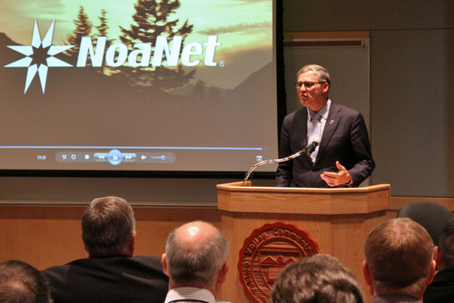 Washington Governor Jay Inslee celebrates the completion of NoaNet's open access broadband fiber network at Yakima Valley Community College. (PRNewsFoto/NoaNet) (PRNewsFoto/NOANET)