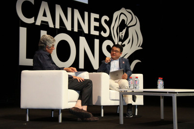 Tencent's SY Lau and Publicis CEO Maurice Levy interact at Cannes International Festival of Creativity.  (PRNewsFoto/Tencent)