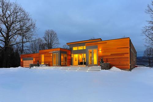 Blu(R) Homes Debuts the Iconic Breezehouse(R) on the East Coast.  (PRNewsFoto/Blu Homes, Inc.)