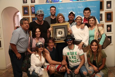 Pastora Cosme receives Friendship Award surrounded by delegation of  famous friends