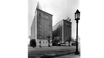 The Park Wilshire Hotel in the 1950s. (Rode Photo Service)