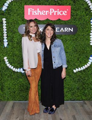 Las actrices Geraldine Bazan y Mayim Bialik presentan la nueva linea Think -and-Learn de Fisher-Price, creada para ensenar a los preescolares acerca de los conocimientos del siglo XXI.