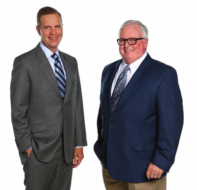 Announcing OppenheimerFunds' acquisition of VTL Associates are Art Steinmetz, Chairman, CEO and President of OppenheimerFunds, and Vince Lowry, Founder of VTL Associates.