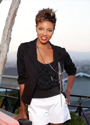 Hip-hop icon, MC Lyte, making history happen as one of three team coaches for AT&T 28 Days.  (PRNewsFoto/AT&T Inc.)
