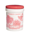 Sweet Pink, one of the three new fragrances from Yankee Candle's new Dream Garden Collection, is a fresh blend of sweet floral nectars. (PRNewsFoto/The Yankee Candle Company, Inc.)