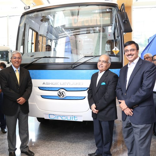 (L - R) Mr. T Venkataraman, Sr. Vice President - Global Bus, Shri. Ambuj Sharma, IAS, Additional Chief Secretary, Industries and Commerce, Government of Tamil Nadu and Mr. Vinod K. Dasari, Managing Director, Ashok Leyland unveiling the Country's first Circuit electric bus designed and engineered entirely in India, by Indians, for the Nation. (PRNewsFoto/Ashok Leyland)