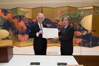 Signing Ceremony at the Freer and Sackler Galleries in Washington D.C.: Dr. Julian Raby, Director of the Arthur M. Sackler Gallery and the Freer Gallery of Art and Yasuyuki Sugiura, Executive Vice President, Mitsubishi Corporation