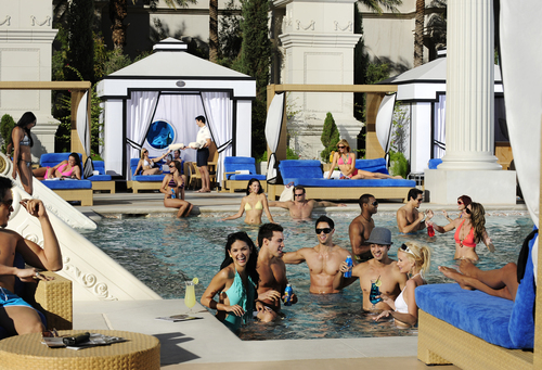 Top 5 las vegas pool destinations to celebrate the summer for Garden of gods pool oasis
