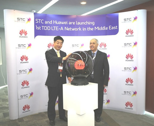 Dr. Albiyari and Mr. Ken Hu are launching the LTE-A. (PRNewsFoto/Saudi Telecom Co. (STC)) (PRNewsFoto/SAUDI ...