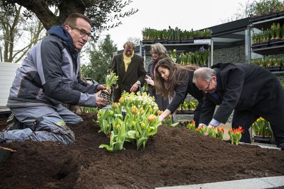 Mr. Henk Kamp, minister of Economic Affairs, performed the official opening of the 64th edition of the Keukenhof International Flower Exhibition. (PRNewsFoto/KEUKENHOF)