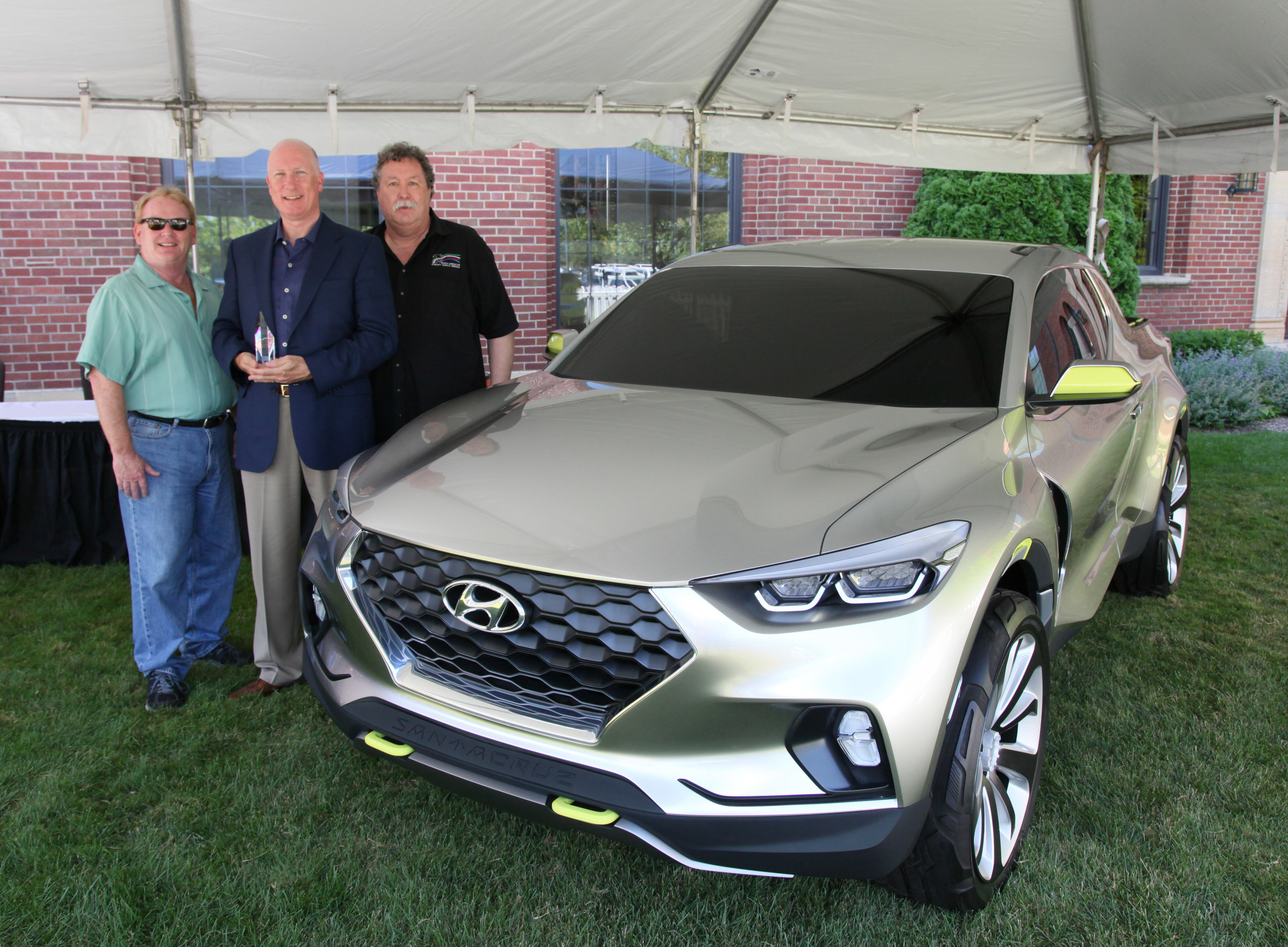 Santa Cruz Wins 2015 North American Concept Truck of the Year Award on Sunday, July 26. (L to R: Mark Phelan, NACVOTY Juror and Detroit Free Press Auto Critic, Jim Trainor, Senior Group Manager of Product Public Relations for Hyundai Motor America, and Tom Kelley, NACVOTY Juror)