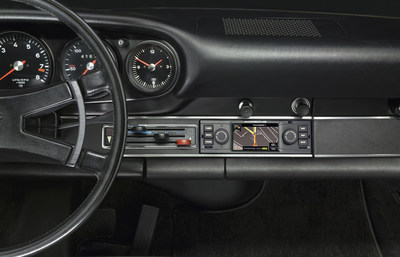 Porsche Classic introduces a new navigation radio for classic sports cars