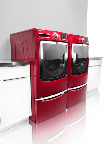 Maytag brand's newest front-load laundry line, the Maxima(TM) series, offers increased capacity and ...