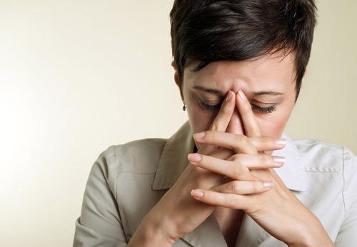Studies show essential oils may offer more effective migraine relief than prescription drugs. (PRNewsFoto/Premiere Enterprises) (PRNewsFoto/PREMIERE ENTERPRISES)