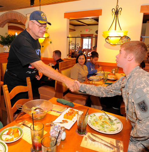 Olive Garden, Red Lobster and LongHorn Steakhouse honor veterans and current service members this Veterans Day with special offers at all locations across the country. (PRNewsFoto/Darden Restaurants, Inc.: General) (PRNewsFoto/DARDEN RESTAURANTS...)