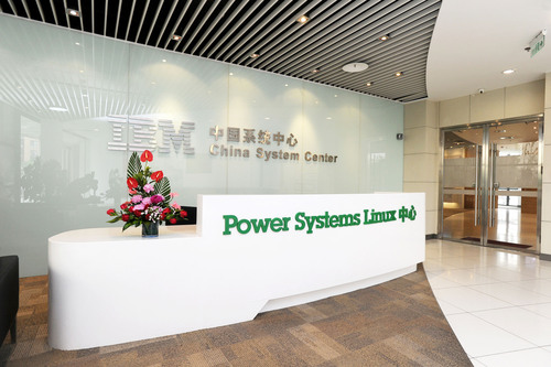 The first IBM Power Systems Linux Center will provide clients, business partners, academics, and students with hands-on support to speed up Linux adoption on IBM Power Systems.  Launched today in Beijing, the new center will help programmers create new applications for big data, cloud, mobile and social business computing.  (PRNewsFoto/IBM)
