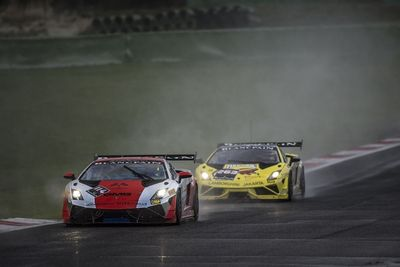 Palmer masterfully defends his lead from Manabu Orido en route to the Lamborghini World Title at Vallelunga