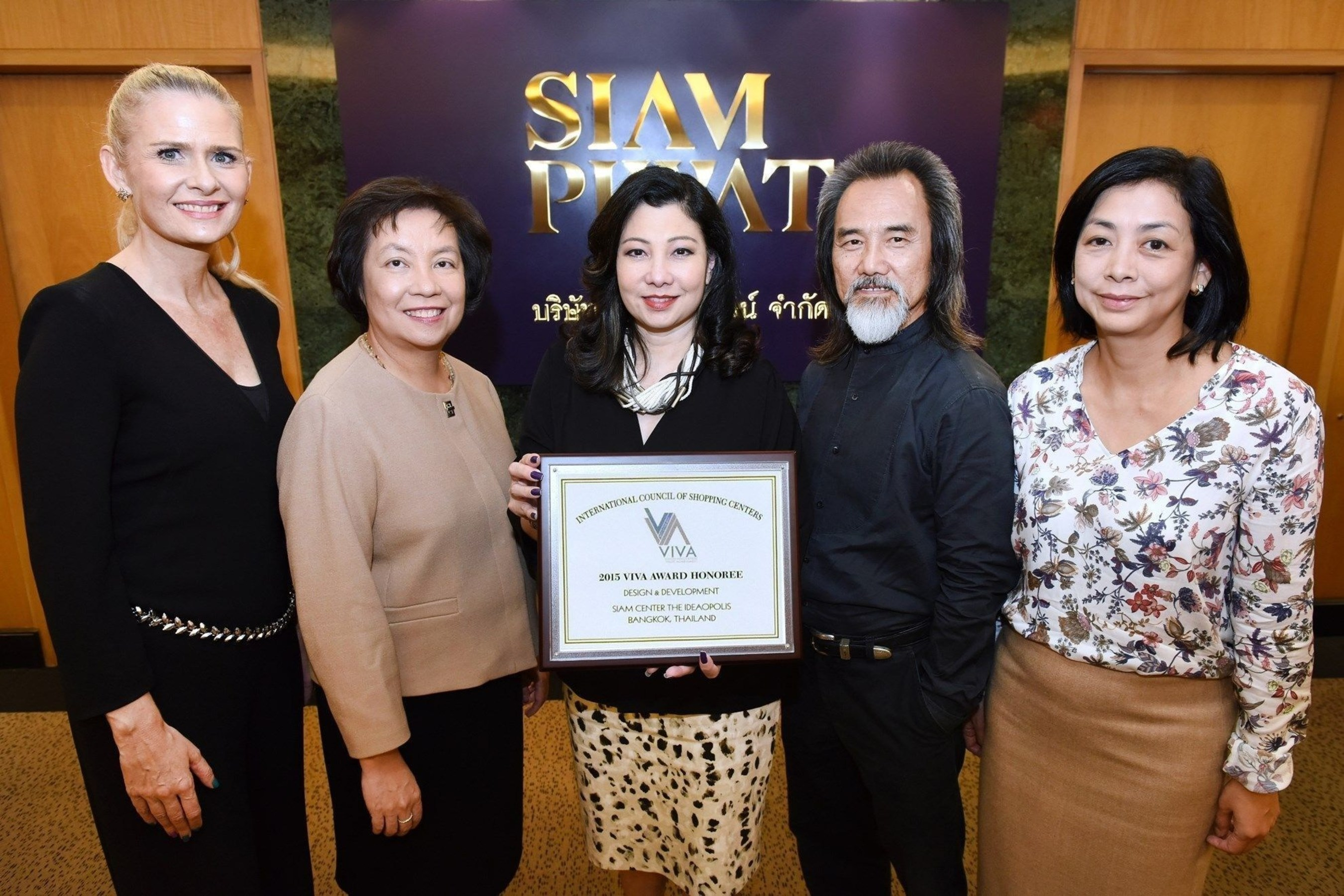 Chadatip Chutrakul (Center) CEO Siam Piwat Co. Ltd. celebrated the success of Siam Center with the 2015 ICSC ...