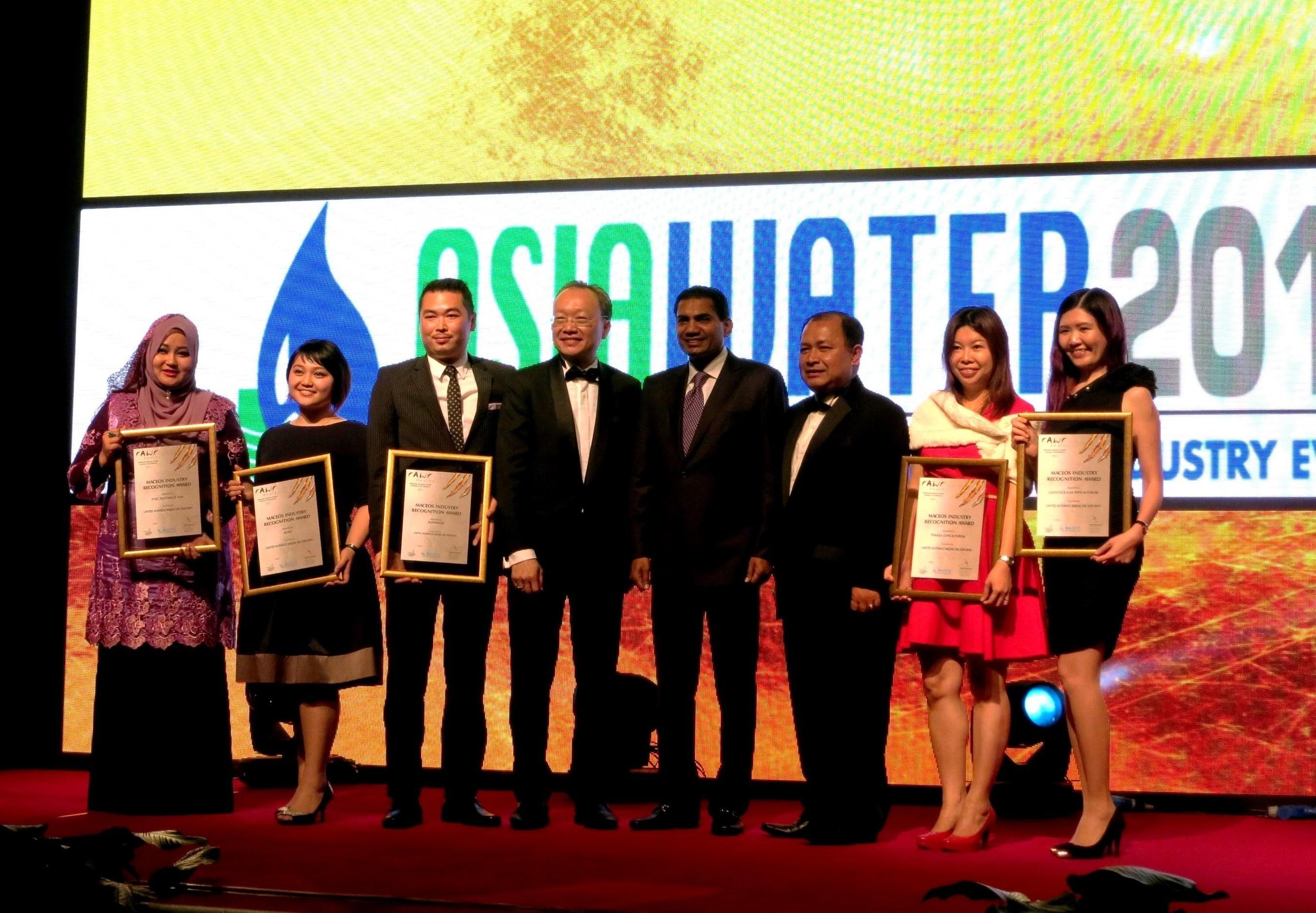 Presentation of Certificate of Recognition at rawr Awards Gala Dinner 2015 by Y Bhg Datuk Zulkefli Haji Sharif,  ...
