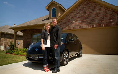 Nissan Delivers 50,000th All-Electric LEAF In U.S. To Texas Family (PRNewsFoto/Nissan North America)