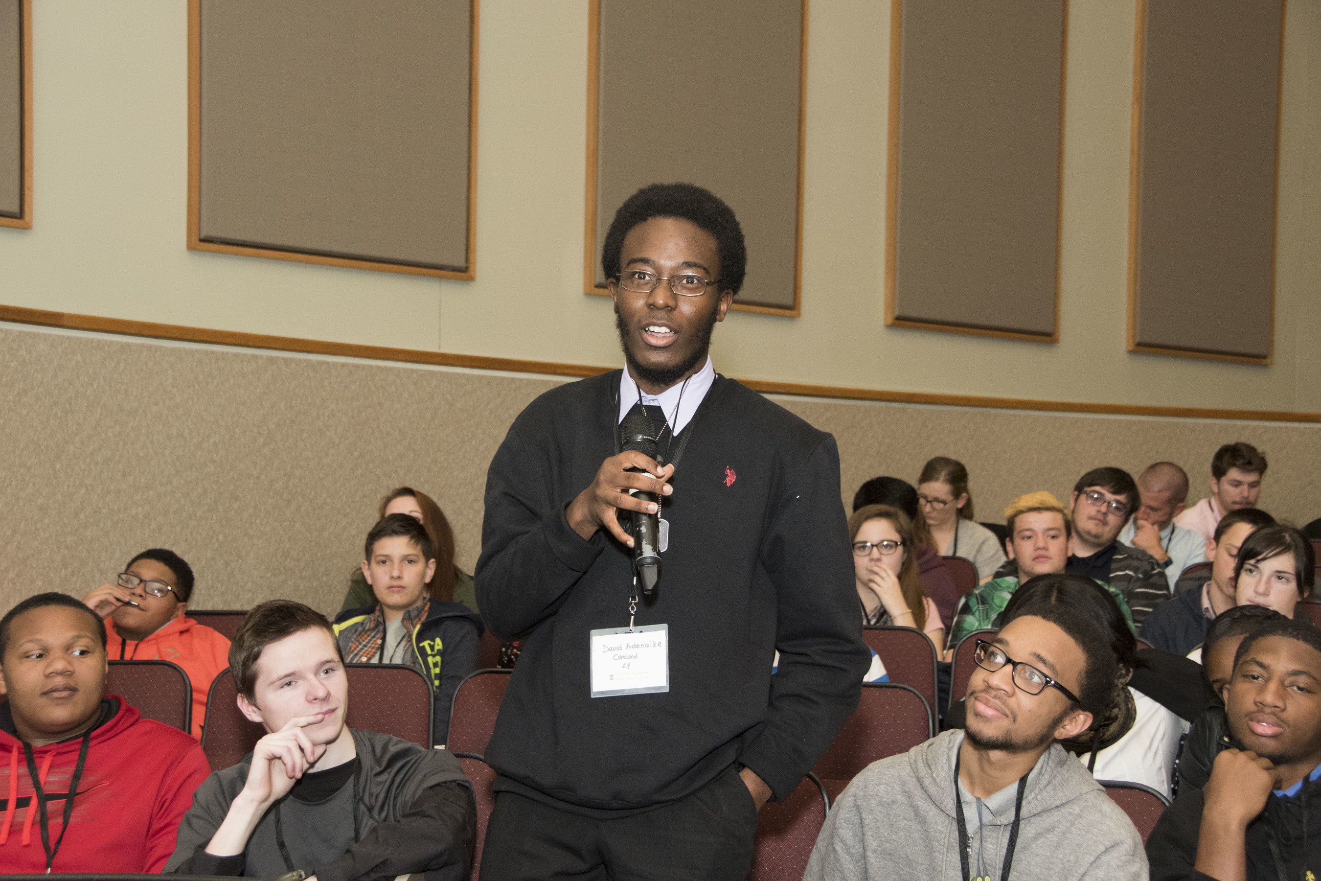 """A student asks a question at Siegfried Maybank Leadership Program's(TM) """"Create Your Future"""" event at the University of Delaware."""