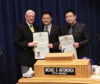 Le Dr Rongxiang Xu s'est vu décerner le prestigieux Scroll Award de la part des autorités du comté de Los Angeles