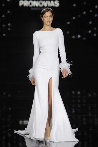 Irina Shayk in Nuria dress - Pronovias Fashion Show. (PRNewsFoto/PRONOVIAS)