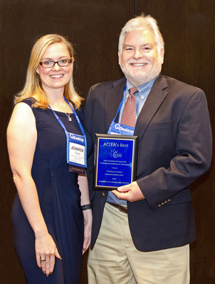ACLEA President, Jennifer Flynn presents Dr. JC Kinnamon, Director of the Office of Research and Development at the Practising Law Institute, with the Outstanding Achievement in Technology Award at the Association for Continuing Legal Education (ACLEA) meeting in Seattle on August 2.