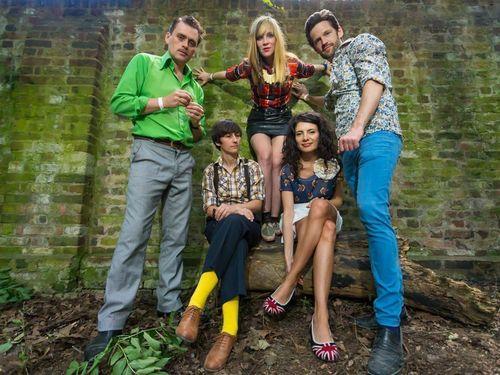 Oh Gunquit! Left to right: Simon Wild, Alex De Renzi, Tina Swasey, Veronica Arcila, Kieran Ridgers (PRNewsFoto/Dirty Water Records)