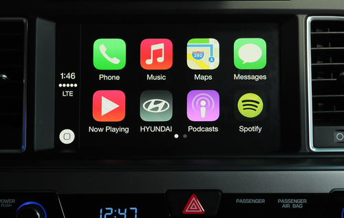 HYUNDAI BRINGS APPLE CARPLAY INTO THE NEW 2015 SONATA (PRNewsFoto/Hyundai Motor America) (PRNewsFoto/Hyundai Motor America)