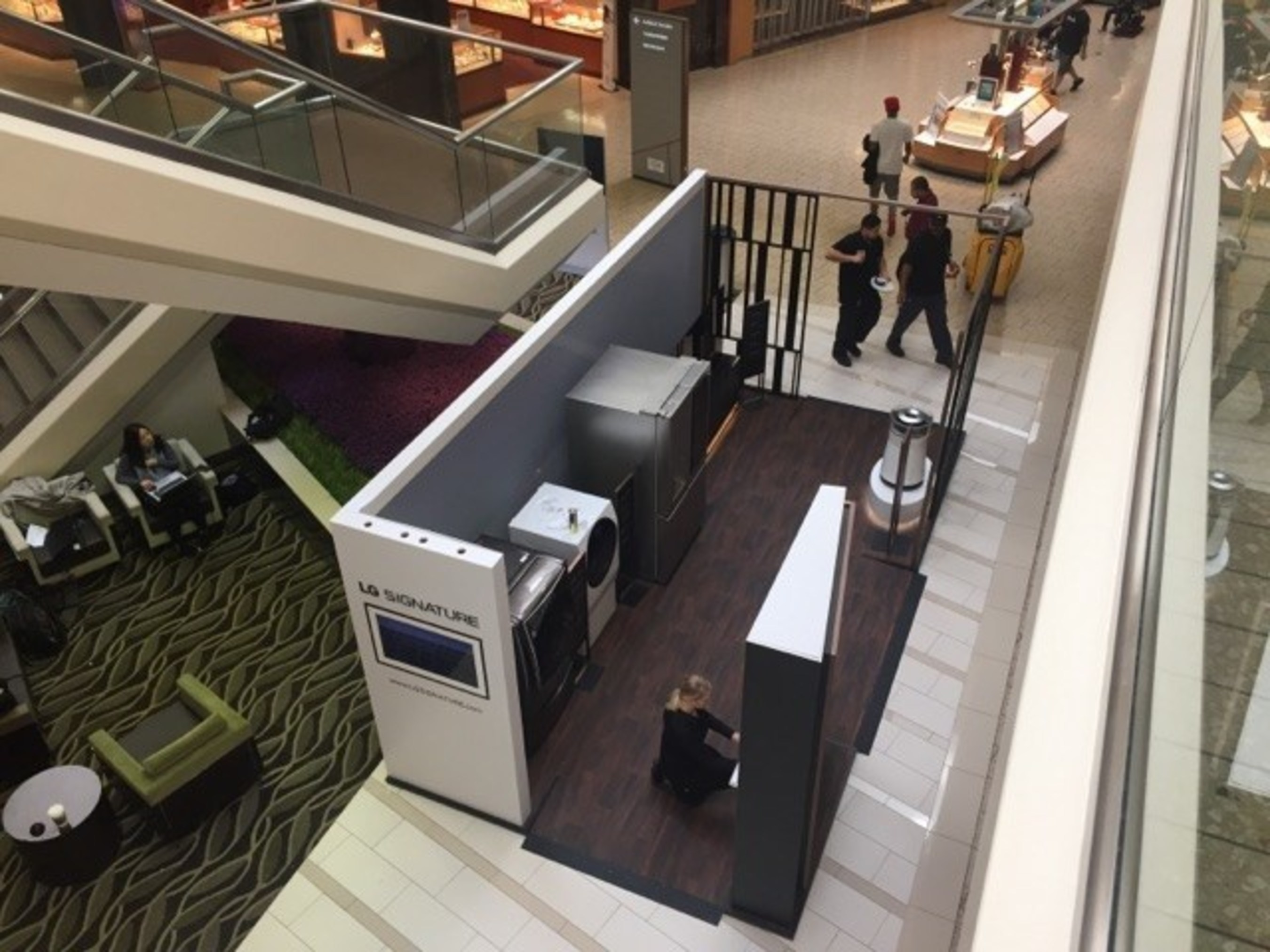 LG SIGNATURE 10-City Mall Tour