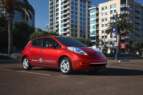TotalCarScore.Com Names Nissan LEAF the Best Car for Commuting.  (PRNewsFoto/Nissan North America)