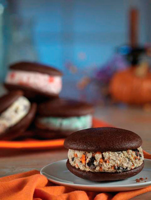 Baskin-Robbins Adds A Twist To A Classic Dessert With The Introduction Of Ice Cream Whoopie Pies.  (PRNewsFoto/Baskin-Robbins)