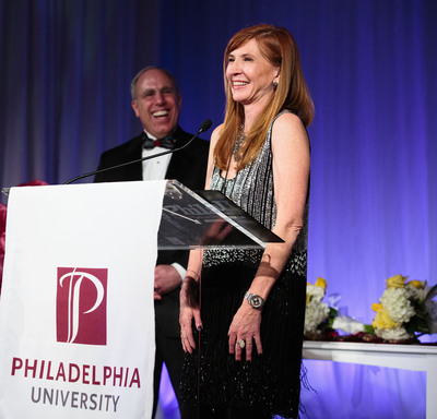 Designer Nicole Miller receives the 2013 Spirit of Design Award at the Philadelphia University Fashion Show, presented by PhilaU President Stephen Spinelli Jr.  (PRNewsFoto/Philadelphia University)