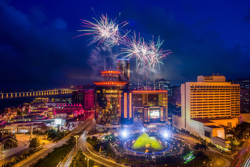 Fireworks light up the sky above Sands Macao Friday in celebration of the resort's 10th anniversary. (PRNewsFoto/Sands China Ltd.)