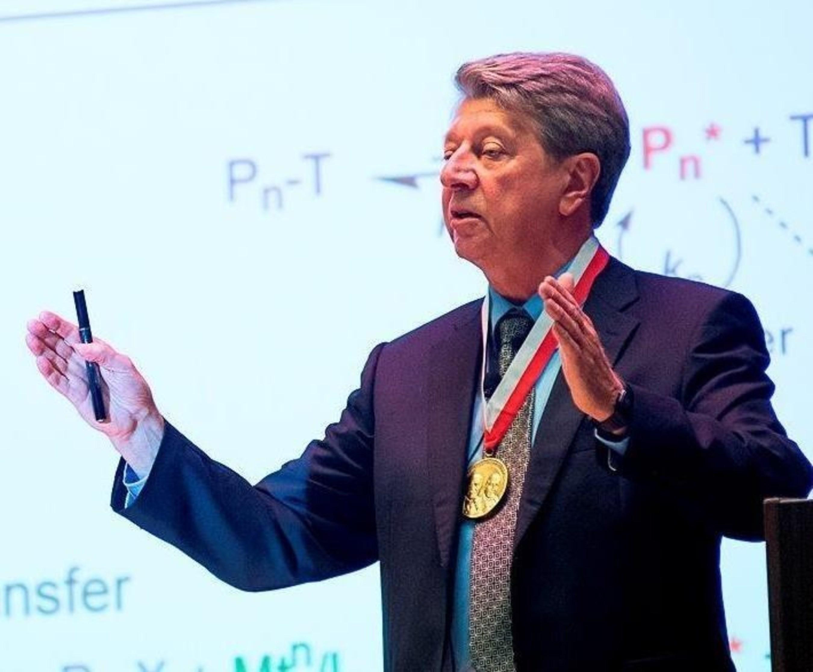 Krzysztof Matyjaszewski presenting at the 2015 Dreyfus Prize ceremony