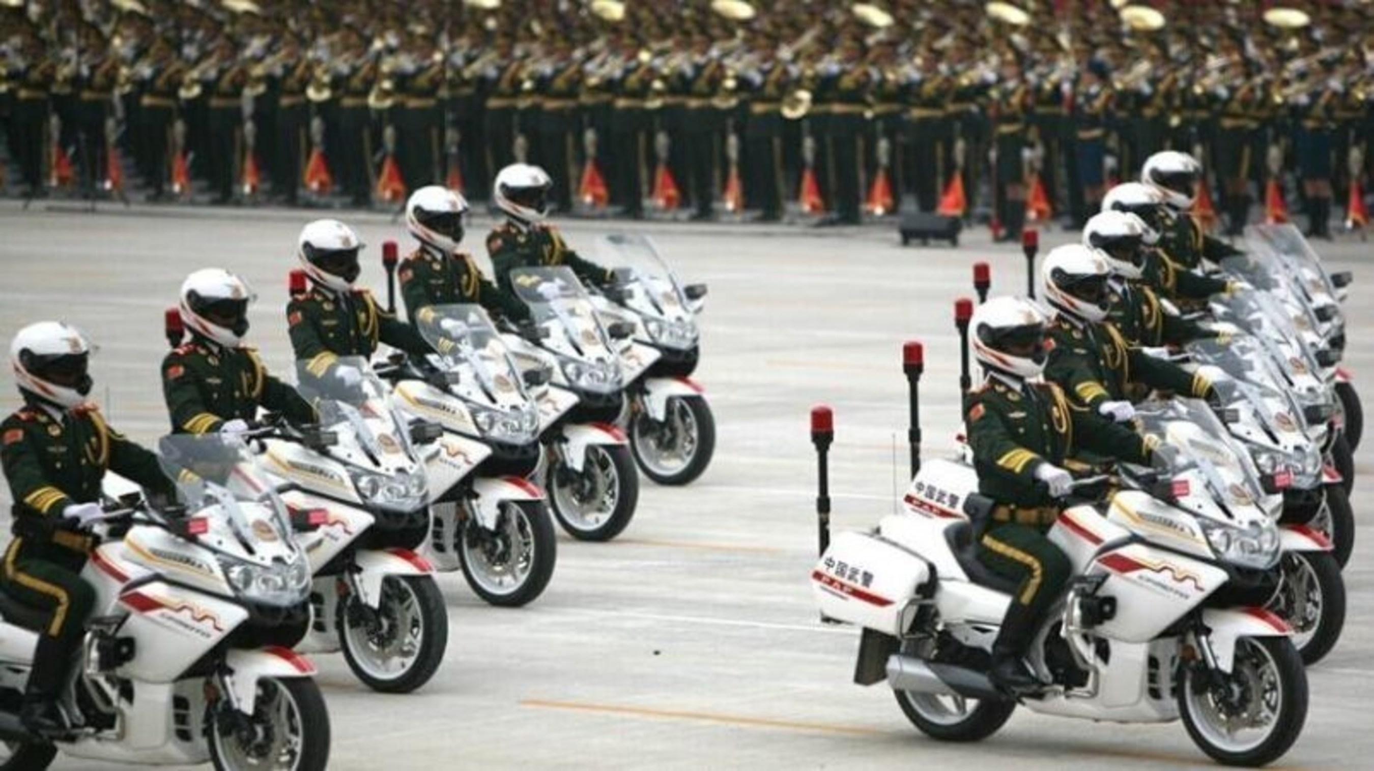 CFMOTOs CF650G Motorrad zum offiziellen Eskorten-Motorrad während Chinas Siegestagsparade für