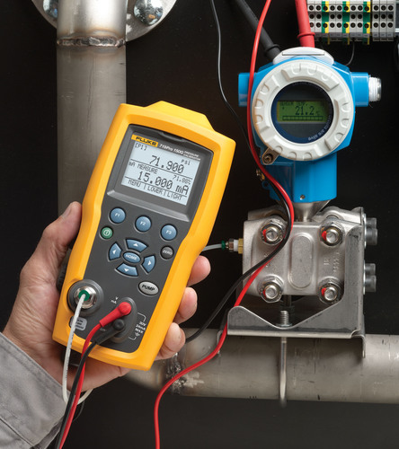 Instrument, process, and plant maintenance technicians now have a complete line of rugged, trusted pressure calibration devices ranging from 10 inH20 to 10,000 psi in 18 different engineering units allowing them to customize the gauge to meet their specific pressure calibration requirements.  (PRNewsFoto/Fluke Corporation)