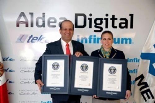Hector Slim, CEO of Telmex, receives three world records on behalf of Telmex from Johanna Hessling, a Guinness World Record Certifier. (PRNewsFoto/Telcel)