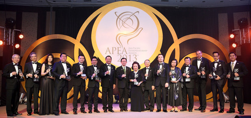 Winners of the Asia Pacific Entrepreneurship Awards 2013 Thailand pose for photo with Deputy Commerce Minister, Yanyong Phuangrach, Dr Fong Chan Onn, Chairman of Enterprise Asia and Pongsak Assakul, past chairman of Thai Chamber of Commerce.  ...