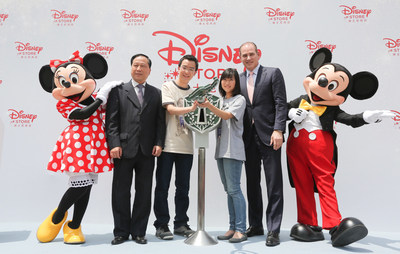 Fans open the first Disney Store in China