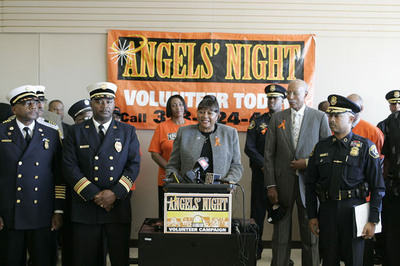 White Castle System, Inc. Detroit District Supervisor Cheryl Collier was guest speaker at Detroit Mayor Dave Bing's Annual Angel's Night Kick-off.  White Castle is Angel's Night original sponsor.  For the 14th year White Castle will provide over 10,000 free hamburgers, fries and beverages to Angel's Night volunteers from October 29th - October 31st.  (PRNewsFoto/White Castle System, Inc.)