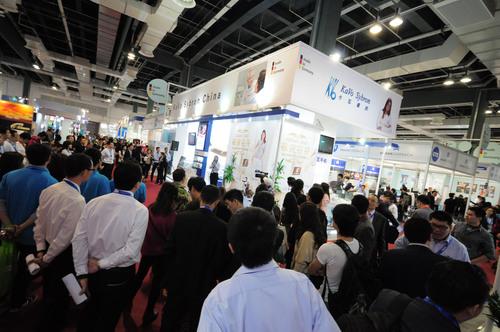 Visitors around KaVo Sybron's booth.  (PRNewsFoto/UBM ShowStar)