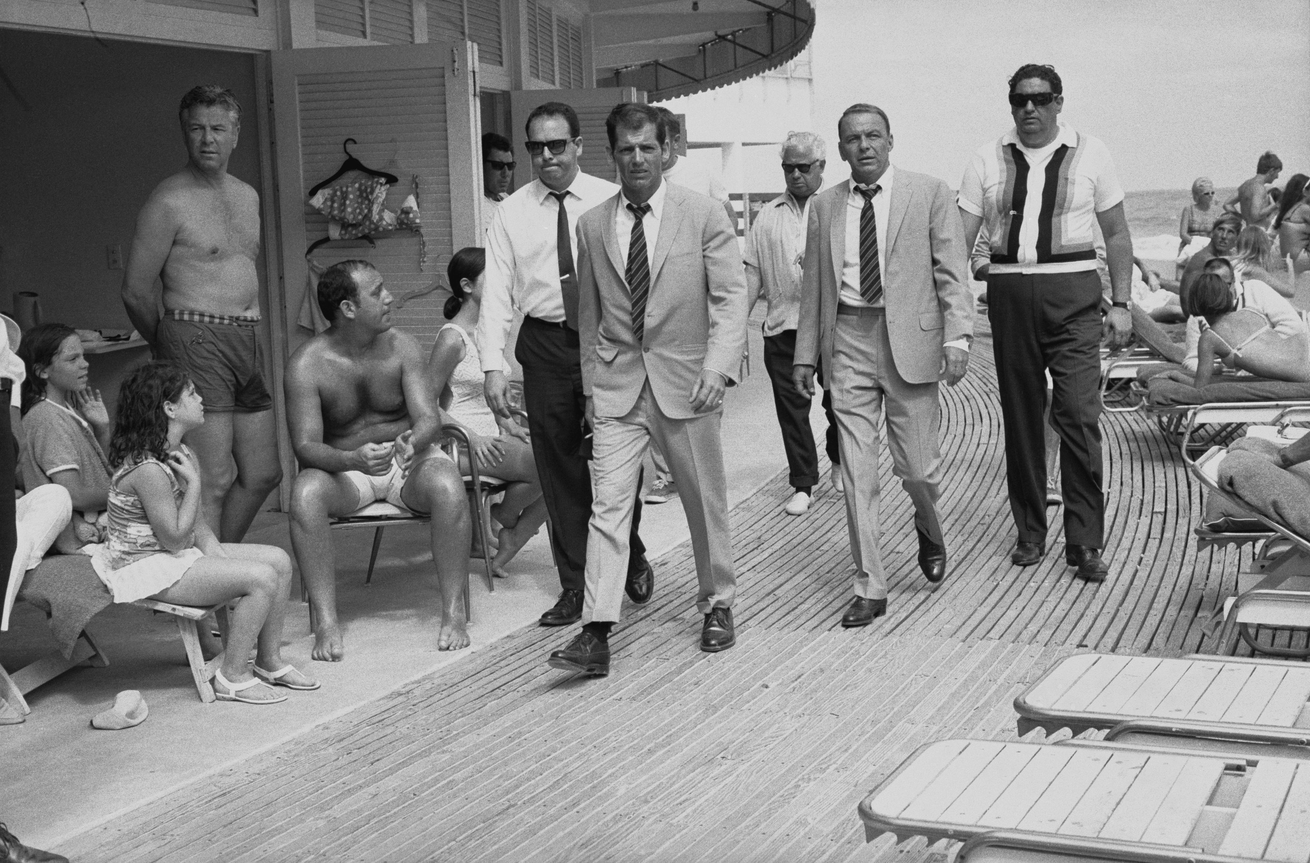 Frank Sinatra on the Boardwalk of the Fontainebleau. Terry O'Neill. Miami, 1968.