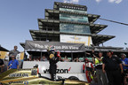 James Hinchcliffe and Honda claimed the pole starting position Sunday at the Indianapolis Motor Speedway for next weekend's Indianapolis 500