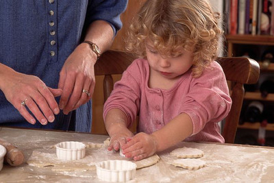 Make prioritizing family time one of your New Year resolutions. Check out these other family friendly suggestions from Learning Care Group.  (PRNewsFoto/Learning Care Group, Inc.)